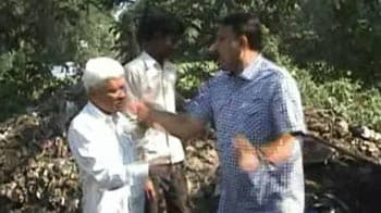 Video : Caught on camera: Raj Thackeray's man repeatedly slaps 65-yr-old contractor