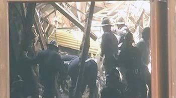 Video : मुंबई में इमारत का छज्जा गिरा, एक महिला की मौत