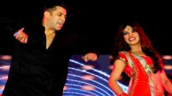 Video : Salman makes Dubai dance to his tunes