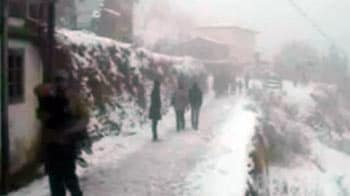 Video : Snow in nearby hills of Shimla, Manali triggers rush of tourists