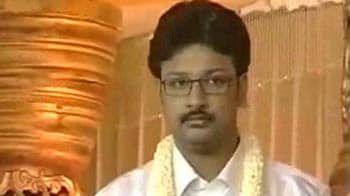 Video : Durai Dayanidhi finally surrenders; father Alagiri alleges political conspiracy