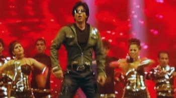 Videos : जकार्ता में शाहरुख का शो, प्रीति, रानी और बिपाशा भी साथ
