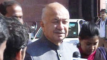 Video : Delhi rape: After Sonia Gandhi's angry letter, Home Minister meets cops