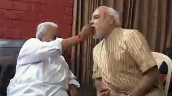 Video : जीत के बाद केशुभाई से मिलने पहुंचे मोदी