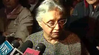 Video : Sheila Dikshit raises excessive VIP security with Home Minister