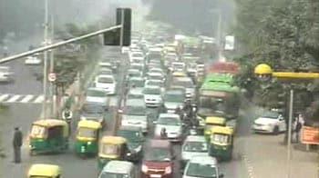 Video : Traffic chaos on major Delhi roads, outside metro stations