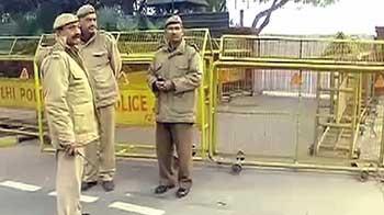 Video : इंडिया गेट जाने वाली सड़कें बंद, चप्पे-चप्पे पर पुलिस