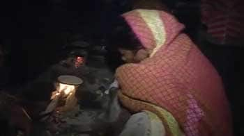 Video : With Delhi freezing, public toilets used as shelter by the homeless