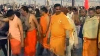 Videos : इलाहाबाद कुंभ : नागा साधु हैं आकर्षण का केन्द्र
