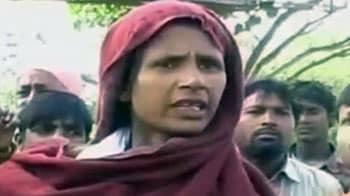 Video : पटियाला में पुलिस ने बीच सड़क पर महिला को पीटा