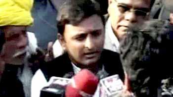 Video : After Gadkari, now Akhilesh Yadav visits martyr Hemraj's house