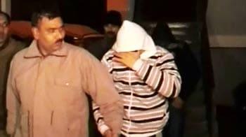 Videos : नोएडा के नवदंपति की बनी ब्लू फिल्म