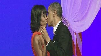 Video : पत्नी मिशेल की बांहों में जमकर थिरके ओबामा