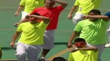 Video : Chile prisoners make a flash splash