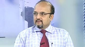 Video : Investors should be very cautious, stock specific at current levels: experts