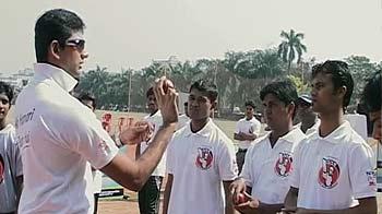 Video : Venkatesh Prasad gives tips to Team Rewa and Jaunpur