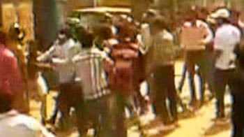 Video : 1 cop killed as Trinamool, Congress students armed with guns clash in Kolkata