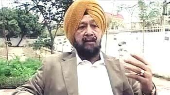Videos : शारजाह में कैद भारतीय लौटे, फरिश्ता बने एसपी सिंह ओबेरॉय
