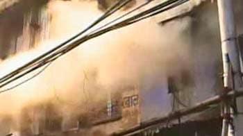 Video : Several people killed in Kolkata fire, Mamata visits site