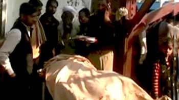 Videos : मुजफ्फरनगर : पुलिसवाले ने बुजुर्ग दंपति को ट्रेन से फेंका
