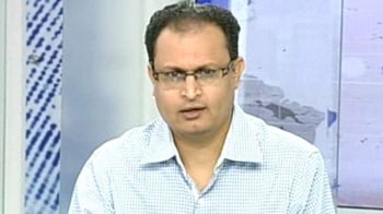 Video : Hold heavyweights like RIL: experts