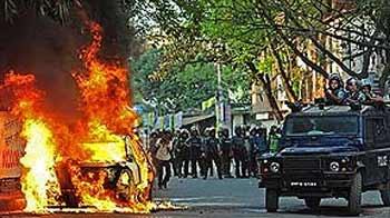 Video : President Pranab Mukherjee visits Dhaka as clashes intensify