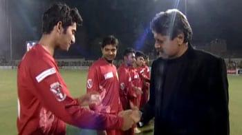 Video : Kapil, Mahela greet players before UCC final