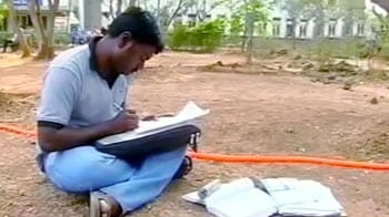 Video : Pune University helps poor students
