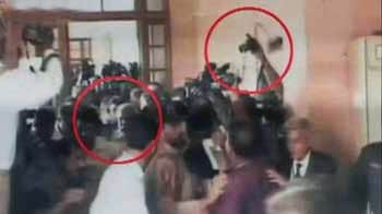 Video : Shoe hurled at Pervez Musharraf as he appears before Sindh High Court