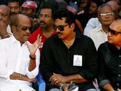 Videos : श्रीलंकाई तमिलों के समर्थन में आए रजनीकांत व हासन