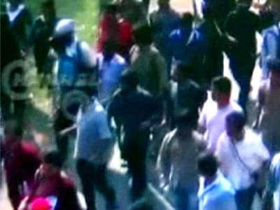 Video : Kolkata student leader's death: CCTV shows protesters allegedly beating up cop