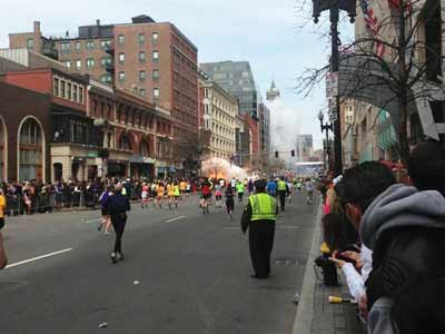 Video : अमेरिका के बोस्टन में तीन धमाके