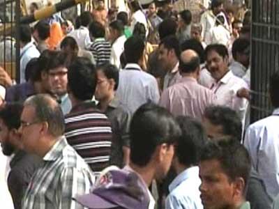 Video : Tremors in North India, 40 feared dead in Iran quake