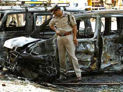 Video : Bangalore blast: Two kilograms of explosives used, say police; CCTV footage offers clues