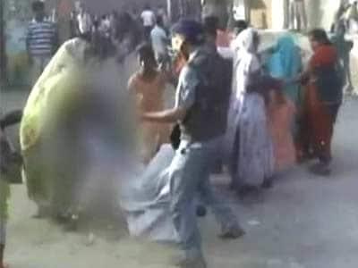 Videos : न्यूजरूम : महिलाओं को पीटने वाला सीओ लाइन हाजिर