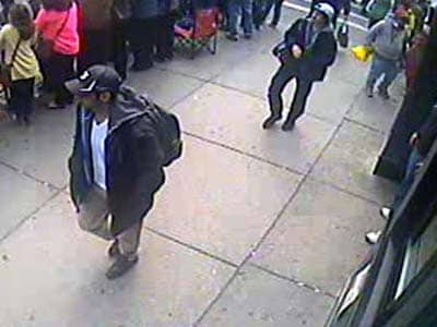 Video : FBI releases images of two men suspected in Boston attack