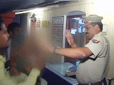 Videos : लॉक-अप में युवक की मौत, दारोगा को पड़ा चांटा