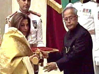 Video : Rajesh Khanna, Ramesh Sippy receive Padma honours