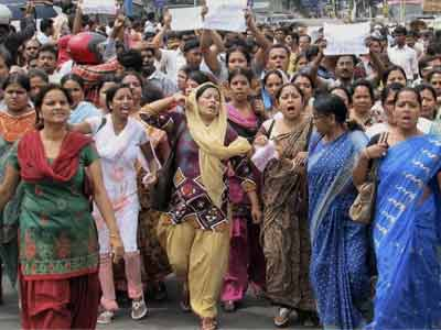 Video : Chit fund scam: Helpless investors protest; political bickering continues