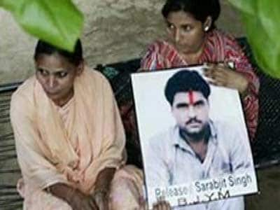 Video : Indian prisoner Sarabjit Singh in serious condition after being attacked in Pak jail