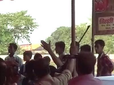 Video : बिहार : विधायक की शादी के जश्न में जमकर फायरिंग