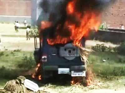 Videos : गाजीपुर : नाराज भीड़ ने की पुलिस चौकी में आगजनी
