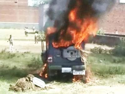 Video : Mob torches police post after man allegedly dies in police custody in UP's Ghazipur