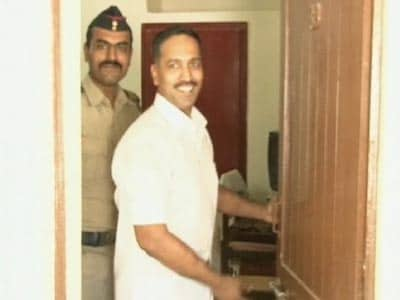 Video : Caught on camera: VIP treatment for senior Gujarat cop arrested in Sohrabuddin case