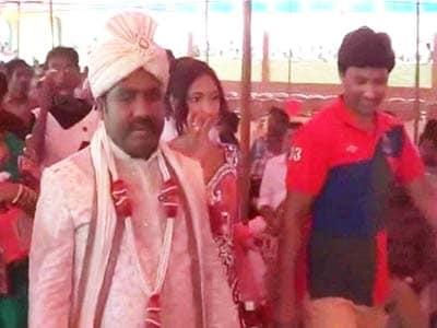 Video : Bihar MLA brings bride home in chopper, Nitish Kumar among 50,000 guests