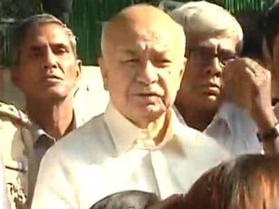 Video : Will try to get back Sarabjit's body soon: Sushil Kumar Shinde to family