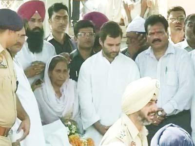 Video : Rahul Gandhi, Punjab chief minister among thousands at Sarabjit's funeral