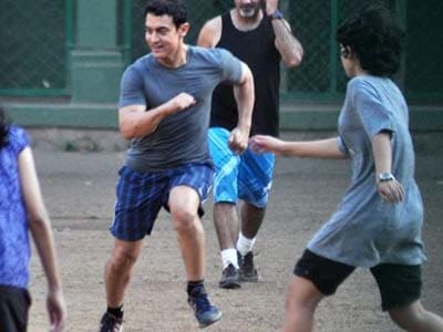 Video : Aamir a winner at work and play