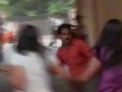 """Video : The Mangalore lesson: Will the new Chief Minister keep """"Hitmen"""" out?"""