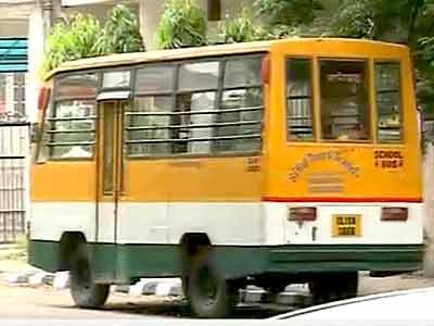 Videos : दिल्ली : बच्चों को अश्लील फिल्म दिखाने वाला ड्राइवर गिरफ्तार